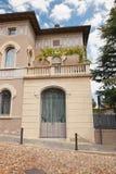 贝加莫,意大利- 2017年8月18日:一个老房子的前门 免版税库存图片