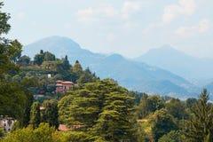 贝加莫,意大利- 2017年8月18日:市的全景从城堡墙壁的贝加莫 免版税库存照片