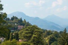 贝加莫,意大利- 2017年8月18日:市的全景从城堡墙壁的贝加莫 免版税图库摄影