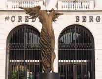 贝加莫,意大利- 2018年5月31日:生命穆恩迪照片世界灵魂,一个2011雕塑卯五Riva 免版税库存图片