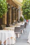 贝加莫,意大利- 2017年8月18日:舒适街道咖啡馆在上部城市 库存图片