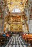 贝加莫,意大利- 2017年8月18日:贝加莫` s大教堂二圣玛丽亚Maggiore,华丽金内部 库存照片