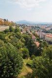 贝加莫,意大利- 2017年8月18日:La Rocca贝加莫城堡位于在城市的上部圣徒Eup小山  免版税库存照片