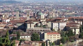 贝加莫 一美丽的城市在意大利 在从圣徒Vigilio小山的老镇环境美化 股票视频