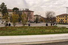 贝加莫 意大利 2017年11月24日 在贝加莫的火车站的前面区域 免版税图库摄影