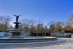 贝塞斯达喷泉在冬天 免版税库存图片