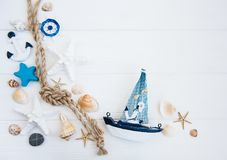 贝壳和海装饰与绳索 图库摄影