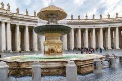 贝尔尼尼喷泉在圣彼得的广场,梵蒂冈,罗马 库存图片