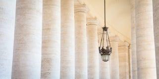 贝尔尼尼柱廊在梵蒂冈 免版税库存照片