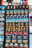 贝尔格莱德,塞尔维亚- 2016年7月19日, :冰箱代表塞尔维亚全国文化和服装的磁铁纪念品 免版税库存照片