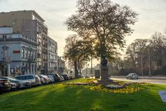 贝尔格莱德,塞尔维亚- 2018年11月10日:典型的大厦和街道在贝尔格莱德,塞尔维亚的中心  免版税库存图片
