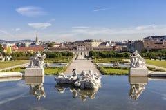 贝尔维德雷宫维也纳公开巴洛克式的公园一个晴天 免版税库存照片
