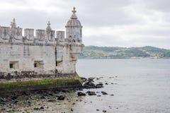 贝拉母的墙壁,塔Torre在塔霍河的de贝拉母,里斯本,葡萄牙 免版税库存图片
