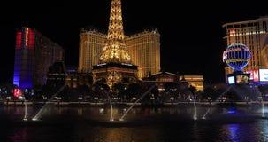 贝拉焦喷泉在晚上与 股票录像