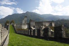 贝林佐纳castelgrande城堡设防 免版税图库摄影