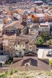 贝洛拉多和圣玛丽亚吊钟山墙教会大角度看法在贝洛拉多,布尔戈斯,卡斯蒂利亚y利昂,西班牙 免版税库存图片