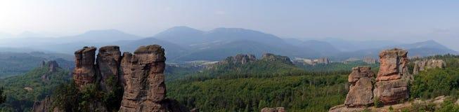 贝洛格拉奇克岩石全景  库存照片
