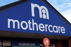 贝辛斯托克,汉普郡,英国- 2016年10月17日:在Kempshott公园贝辛斯托克存放Mothercare商店的前面 免版税库存照片