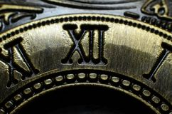 负担罗马数字的辅助部件打印在黄铜由铁制成 图库摄影