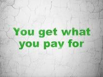 财务概念:您得到什么您支付在墙壁背景 库存照片
