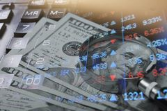 财务,开户概念 欧洲硬币,美元钞票特写镜头 财政系统的抽象图象与有选择性的 免版税库存照片