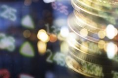 财务,开户概念 欧洲硬币,美元钞票特写镜头 财政系统的抽象图象与有选择性的 图库摄影