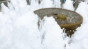 财富喷泉在新加坡手扶走动的 股票录像