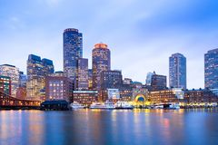 财政区地平线和港口黄昏的,波士顿 免版税库存图片