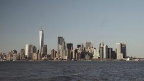 财政摩天大楼在街市纽约在从黄昏的南河摄制的更低的曼哈顿 影视素材