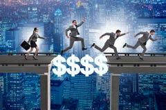 财政概念横渡的美元桥梁 库存图片