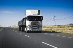 责任拖拉大量长的运输 免版税库存图片