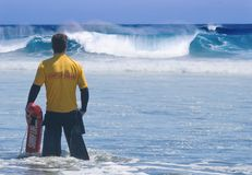 责任救生员海浪 免版税库存照片