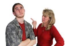 责骂儿子的母亲 免版税库存照片