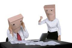 责骂她的雇员的匿名女实业家 图库摄影