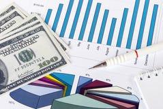 货币、在图形的铅笔和笔记本 免版税图库摄影