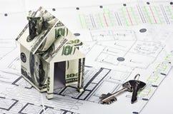 货币和关键字的之家 免版税库存图片