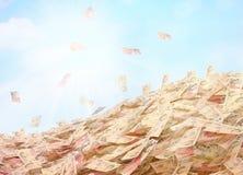 货币的概念性例证在天空backg的现金 图库摄影
