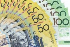 货币钞票横跨框架澳大利亚元在各种各样的衡量单位传播了 图库摄影