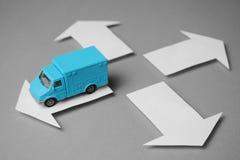 货物交付的送货车 物品传讯者交付  免版税图库摄影