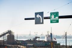 货物口岸的标志在北温哥华区,BC,加拿大 图库摄影