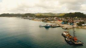 货物和乘客运输在Dapa市鸟瞰图的口岸 Siargao海岛,菲律宾 影视素材