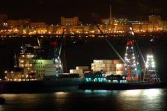 货物晚上船工作 库存图片