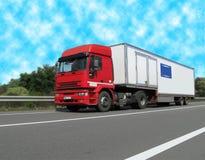 货物柴油大量高速公路卡车有篷货车 库存照片
