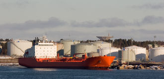 货物红色船 免版税库存图片