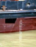 货物线路标记plimsoll船 库存图片