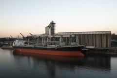 货物谷物行业船终端 库存图片