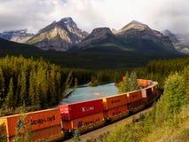 货物铺铁路运输,容器火车 库存图片