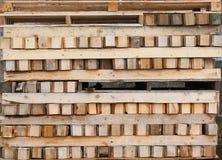 货盘和木材 免版税库存图片