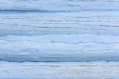 质地墙壁的美好的背景用石灰盖的由木日志做成 库存图片