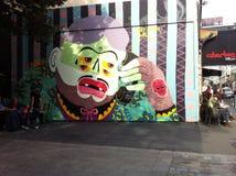 质朴的五颜六色的人壁画 免版税库存照片
